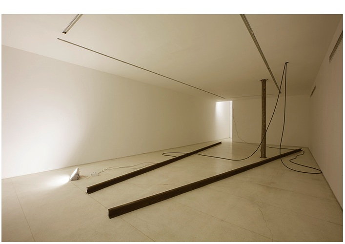"""Pocket Landscape"", 2014, Installation, Utility poles, sodium light bulbs, train rails,a porcelains and electric wiring, Galeria Millan, São Paulo"