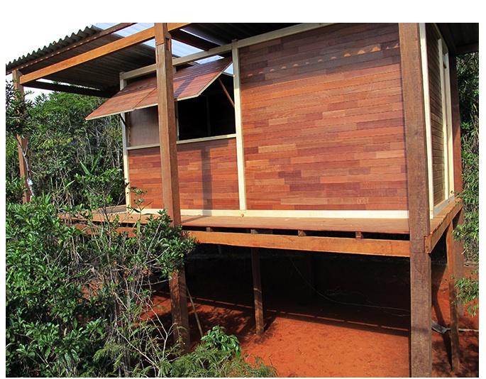 """""""Estações"""", 2012/2013, hut made by wood in Nogueira, countryside of Rio de Janeiro, Part of the Project Estações, for 30th São Paulo  Biennial and 13th Istambul Biennial, 500x700x400 cm."""