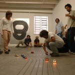 Super 8. Instalação (in partnership with Guga Ferraz). Slot car and circuit. Galeria A Gentil Carioca, 2005