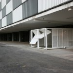 """Estande"", 2007. Construction with automatic gates perforated on sheet metal. Tilting and sliding walls, which are programmed to move every two minutes, opening and closing."
