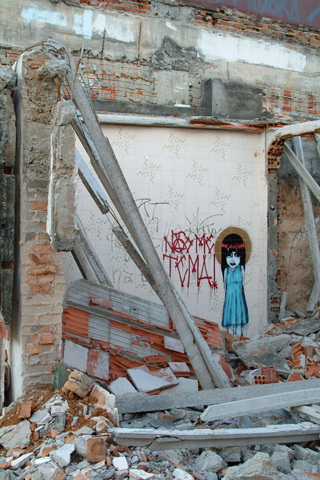 Nao Me Tema, 2008, graffiti in a demolition, site specific