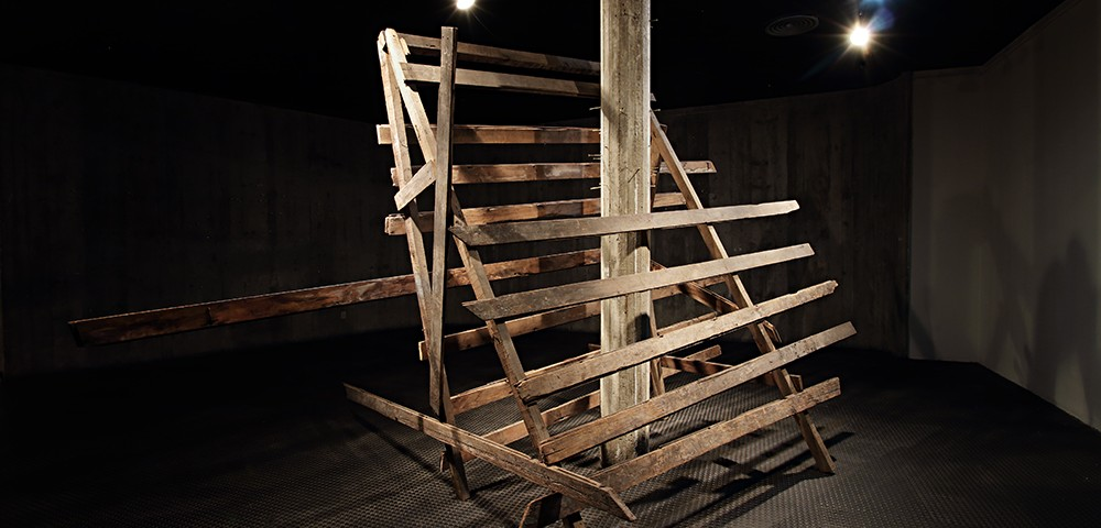 """""""Heritage site"""", sculpture, demolition wood, variable dimensions, exhibition view, Massangana Gallery, Joaquim Nabuco Foundation, Recife, Brazil, 2014, photo Francisco Baccaro"""