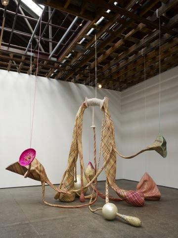 Victoria Miro untitled - 300 x 450 x 310 cm  beads,fiberglass and braided straw